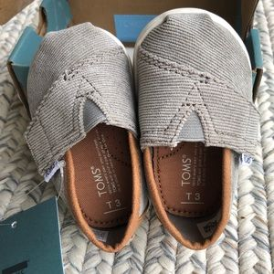Toms tiny classic baby shoes